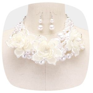 Flower & Pearl Necklace Set